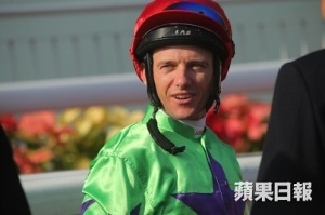 A DAY AT THE HK RACES WITH FAST TRACK 35